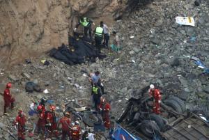 Τραγωδία στο Περού: Νεκρά έξι παιδιά από πτώση λεωφορείου σε γκρεμό! video