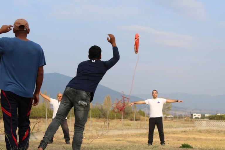 Πρόσφυγες εκπαιδεύονται σε πρώτες βοήθειες και αρχές αυτοπροστασίας | Newsit.gr