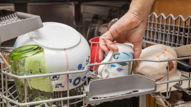 Πώς να κάνετε εσωτερικό καθαρισμό και απολύμανση στο πλυντήριο πιάτων [vid] | Newsit.gr