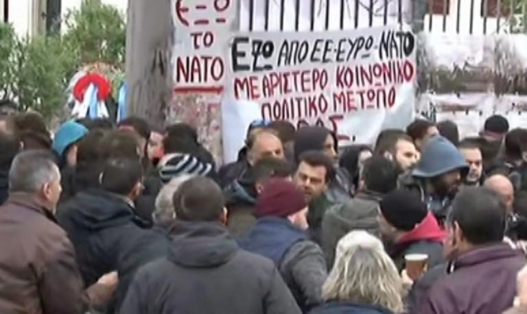 Επίθεση σε στελέχη του ΣΥΡΙΖΑ στο Πολυτεχνείο – Προπηλακίστηκαν Σκουρλέτης – Ρήγας – Φίλης – Δρίτσας | Newsit.gr