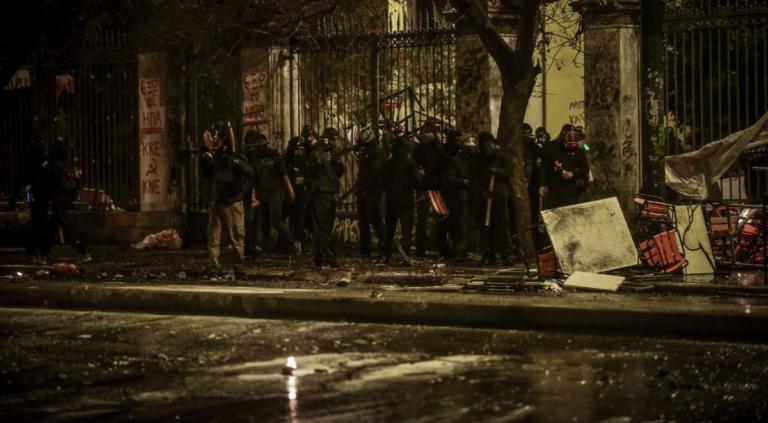 Μέλος του Ρουβίκωνα και τρεις ανήλικοι, ανάμεσα στους συλληφθέντες για τα επεισόδια στο Πολυτεχνείο