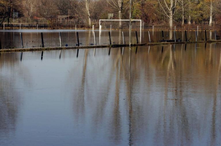 Κίτρινος συναγερμός λόγω αυξημένων παροχετεύσεων στους ποταμούς Έβρο και Άρδα | Newsit.gr