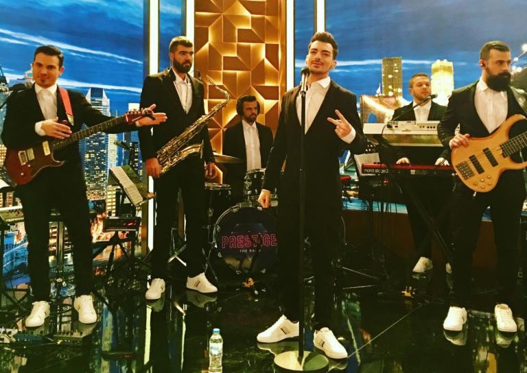 Prestige The Band: Αυτή είναι η μπάντα που «τα σπάει» στο πλευρό του Γρηγόρη Αρναούτογλου! | Newsit.gr