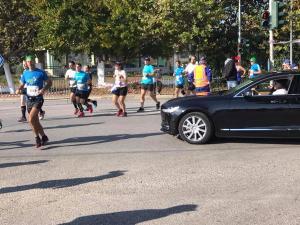 Καταγγελία: «Ο Ψινάκης απαίτησε να σταματήσει ο Μαραθώνιος για να περάσει με το αυτοκίνητο»