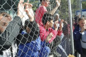 Επιστολή του ΓΓ της Διεθνούς Αμνηστίας σε Τσίπρα – Ευχαριστίες αλλά και προβληματισμός για το μεταναστευτικό