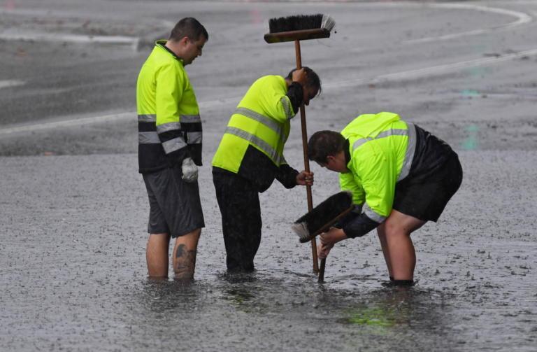 Αυστραλία: Η μισή «πνίγεται» και η άλλη μισή «ψήνεται»   Newsit.gr