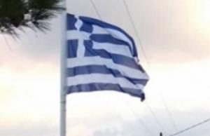Ηράκλειο: Λύθηκε το μυστήριο για την κλοπή της ελληνικής σημαίας – Τι δείχνουν οι νέες εικόνες από το σημείο [pics]