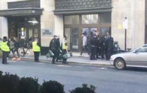 Συναγερμός στα κεντρικά της Sony στο Λονδίνο! Επίθεση με μαχαίρι