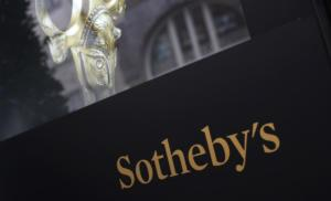 Σεληνιακές μικροσκοπικές πέτρες σάρωσαν σε δημοπρασία του οίκου Sotheby's