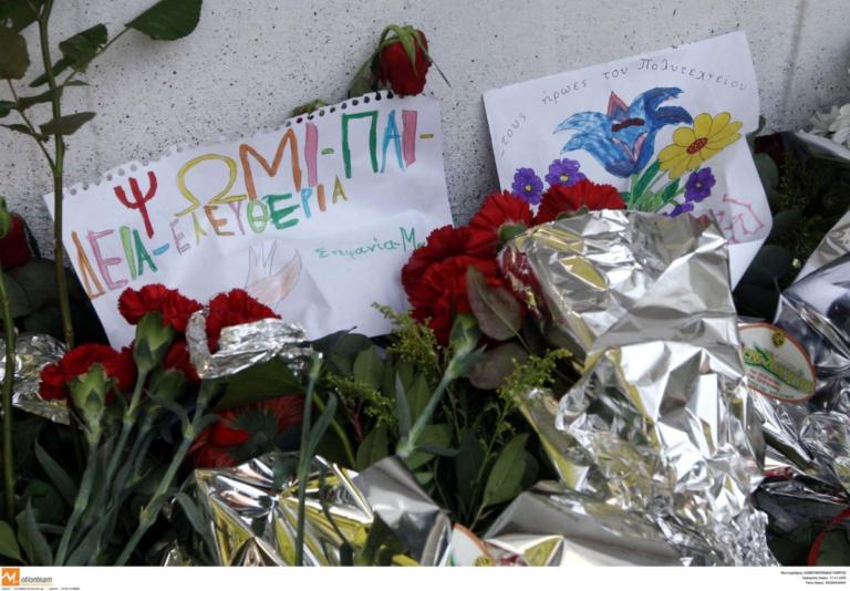 Θεσσαλονίκη: Αντιπροσωπεία του ΣΥΡΙΖΑ κατέθεσε στεφάνι στο μνημείο των ηρώων του Πολυτεχνείου!