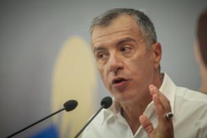 Στήριξη Θεοδωράκη σε Κώστα Μπακογιάννη για το Δήμο Αθηναίων