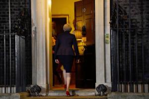 Brexit: Κέρδισε τη μάχη, όχι τον πόλεμο η Τερέζα Μέι – Υπουργοί «αντάρτες» και απειλές