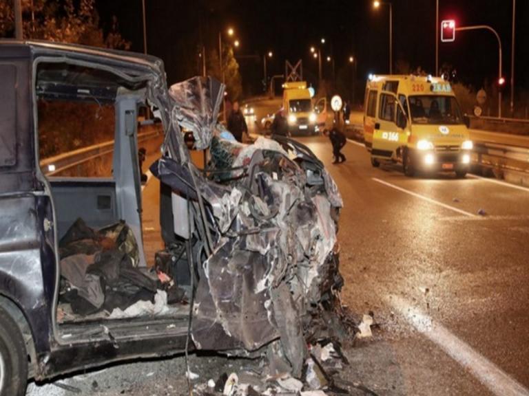 Θεσσαλονίκη: Νεκρό 4χρονο αγοράκι από τη σύγκρουση φορτηγού και βαν που μετέφερε μετανάστες   Newsit.gr