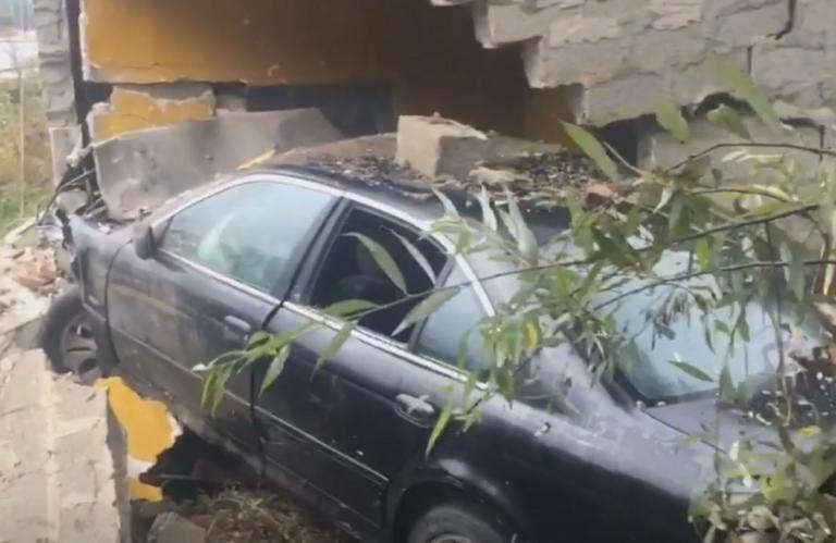 Καστοριά: Αποκαλυπτικές εικόνες μετά από σοβαρό τροχαίο – Σώθηκε η οδηγός που έζησε τον εφιάλτη – video | Newsit.gr