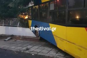 Θεσσαλονίκη: Λεωφορείο έπεσε σε σπίτι [pics]