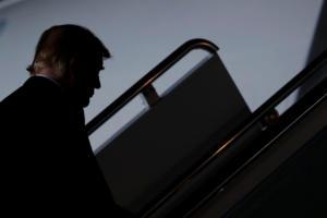 Ο Τραμπ απειλεί τους μετανάστες: Αν πετάξουν πέτρες, θα απαντήσουμε με πυρά