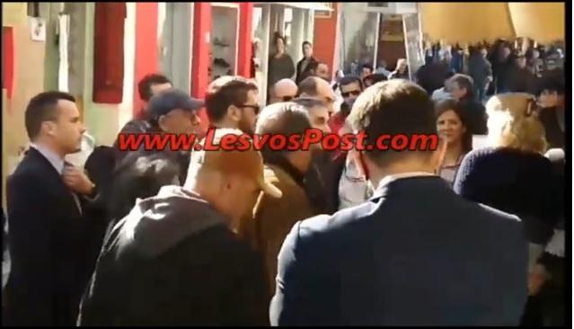 Λέσβος: Ύβρεις και αποδοκιμασίες στον Τσακαλώτο: «Κοπρόσκυλα!», «Καταστρέψατε το νησί» – video | Newsit.gr