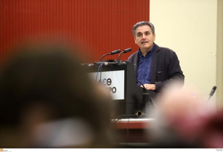 Έξοδο στις αγορές σε 4 μήνες «βλέπει» ο Τσακαλώτος | Newsit.gr