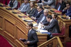 Βουλή: Τσίπρας και Μητσοτάκης συγκρούστηκαν για την ανομία στα Πανεπιστήμια