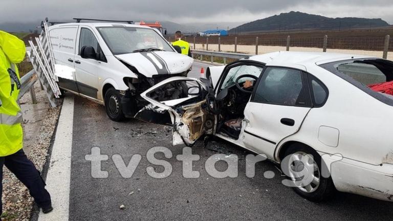 Ένας νεκρός σε μετωπική σύγκρουση αυτοκινήτων στη Φθιώτιδα | Newsit.gr