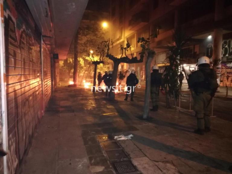 Επέτειος Πολυτεχνείου – Τριπλή επίθεση με δεκάδες μολότοφ στα Εξάρχεια ΤΩΡΑ – Δείτε live εικόνα   Newsit.gr