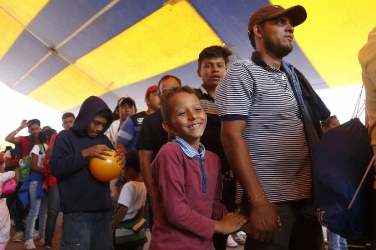 Ξεκίνησε το καραβάνι! 5000 μετανάστες πάνε πεζοί από το Μεξικό στις ΗΠΑ! | Newsit.gr