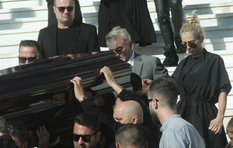 Φοβάται για τη ζωή της η Βικτώρια Καρύδα – Δεν επιστρέφει στην Ελλάδα! | Newsit.gr