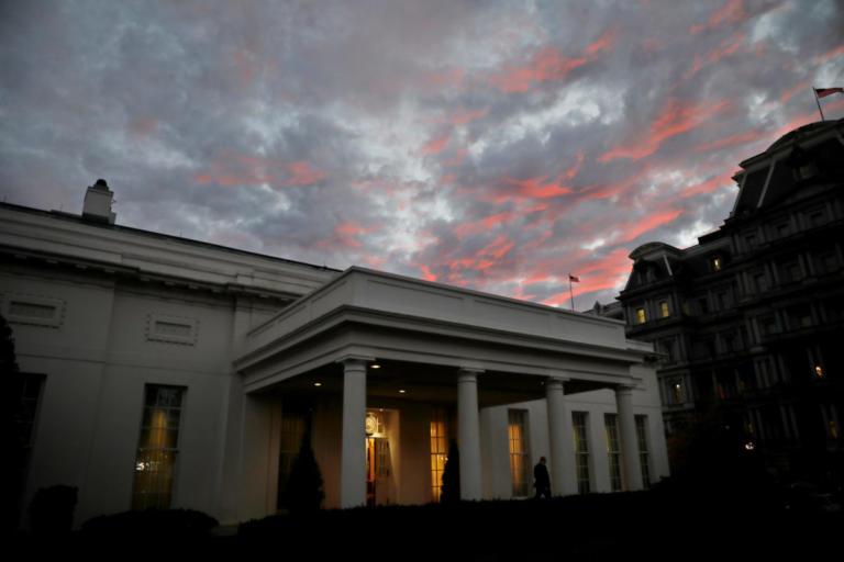 Φυλλορροεί η κυβέρνηση Τραμπ – Πολλοί με το ένα πόδι έξω από τον Λευκό Οίκο | Newsit.gr