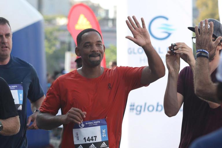 """Ένας… """"Man in Black"""" στην Κούβα – Έτρεξε στο Marabana ο Γουίλ Σμιθ [pics]   Newsit.gr"""