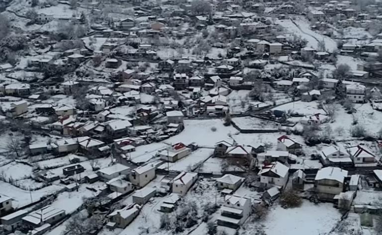 Καιρός: Η «Πηνελόπη» ζωγράφισε – Εκπληκτικές εικόνες από drone στο κλίμα των Χριστουγέννων – video
