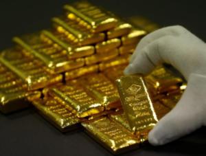 """Ρωσία: """"Πετά"""" τα αμερικανικά ομόλογα και μαζεύει χρυσό η κεντρική τράπεζα"""