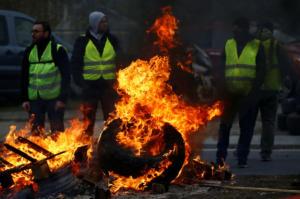 """Γαλλία: Τραυματίστηκαν περισσότεροι από 400 διαδηλωτές με """"κίτρινα γιλέκα"""" [pics]"""