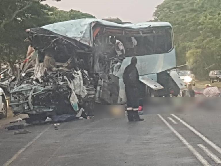 Ζιμπάμπουε: Τρομακτική σύγκρουση λεωφορείων με 47 νεκρούς – Γέμισε πτώματα ο δρόμος [pics] | Newsit.gr