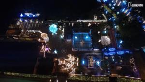 Χίος: Παραμυθένιος στολισμός με 177.000 λαμπάκια – Το έργο τέχνης των φετινών Χριστουγέννων [pics, video]