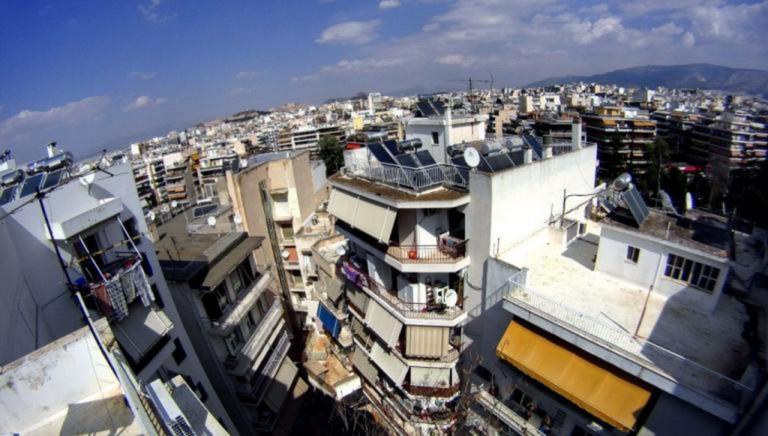 "Airbnb και ""χρυσή βίζα"" ζωντανεύουν την ελληνική αγορά ακινήτων"
