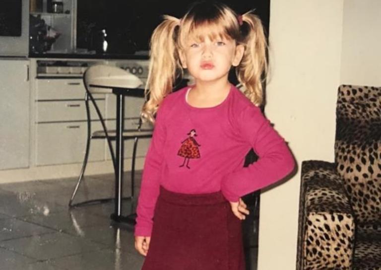 Αναγνωρίζετε το κοριτσάκι της φωτογραφίας; Είναι Ελληνίδα ηθοποιός, πολύ όμορφη και ταλαντούχα!   Newsit.gr