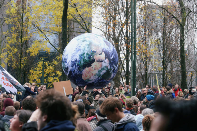 Βρυξέλλες: Χιλιάδες στους δρόμους για την κλιματική αλλαγή