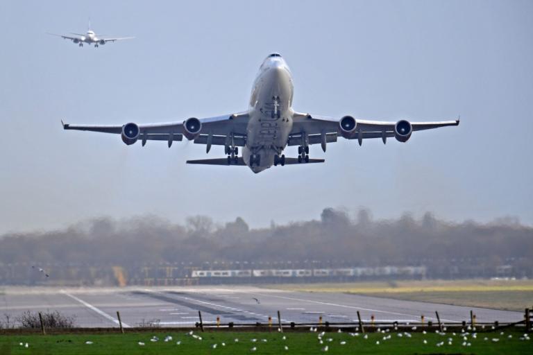 Βρετανία – Αλ Κάιντα: Συναγερμός για τρομοκρατικές επιθέσεις με drones σε αεροπλάνα και αεροδρόμια! | Newsit.gr