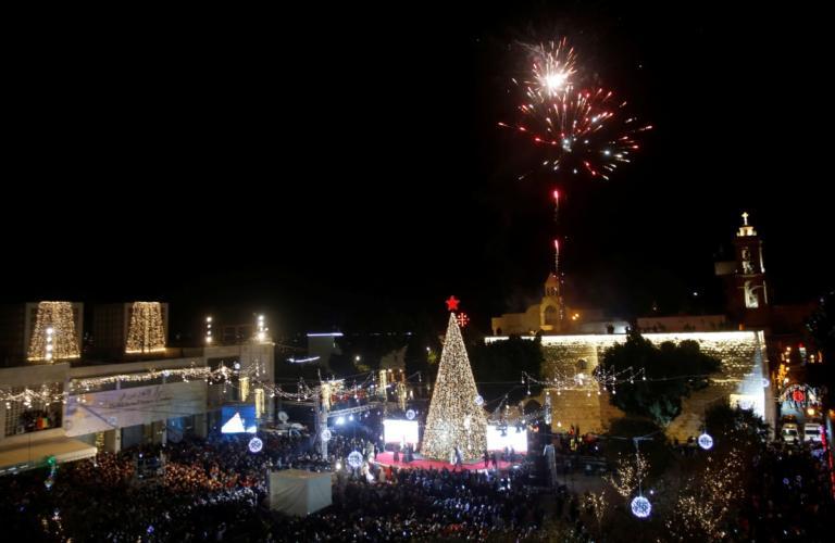 Φωτογραφίες από τη Βηθλεέμ – Χιλιάδες πιστοί συρρέουν για να γιορτάσουν τα Χριστούγεννα! | Newsit.gr