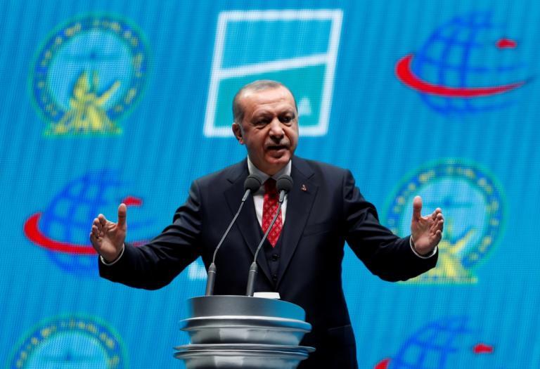 """Ερντογάν: """"Δεν έχουμε δουλειά στη Β. Συρία αν οι Κούρδοι εγκαταλείψουν το Μανμπίτζ"""" – Δυνάμεις του Άσαντ στην περιοχή"""