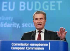 """Κομισιόν: """"Κίτρινη"""" κάρτα στη Γαλλία για τις υψηλές δαπάνες στον Προϋπολογισμό"""