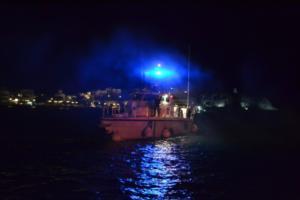 Αχαΐα: Ρήγμα σε καΐκι που προσέκρουσε στο λιμάνι – Μεγάλη επιχείρηση για να μη βυθιστεί