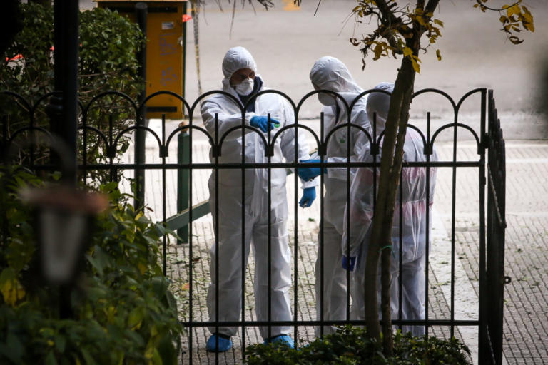 Έκρηξη στο Κολωνάκι – Τραυματίες ένας αστυνομικός και ο νεωκόρος του Αγίου Διονυσίου