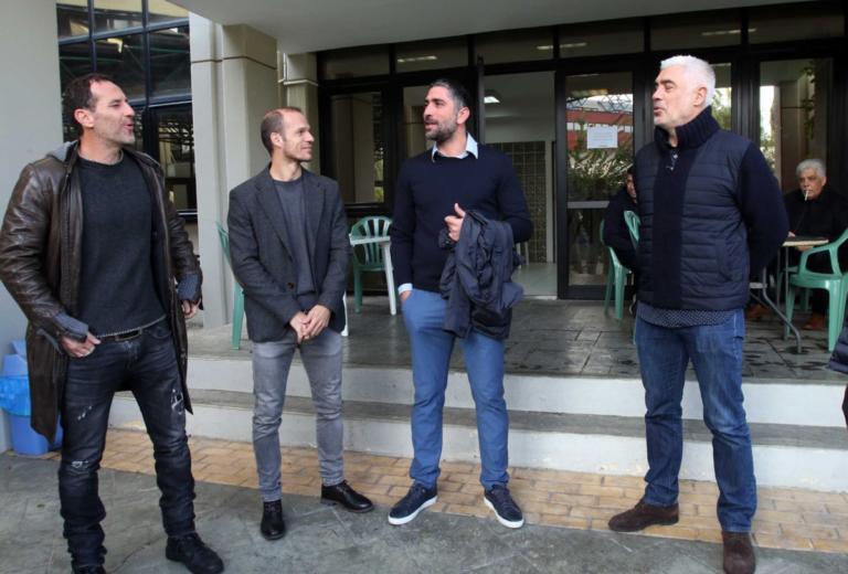 Ο… Μιχαλάκης υποδέχθηκε τους Έλληνες Legends! [video, pics] | Newsit.gr