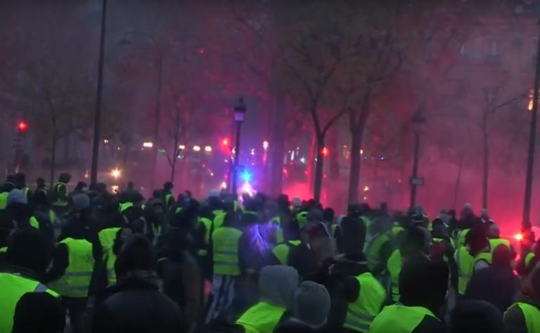 Παρίσι – κίτρινα γιλέκα: 107 συλλήψεις από την Αστυνομία – Πεδίο μάχης οι δρόμοι | Newsit.gr