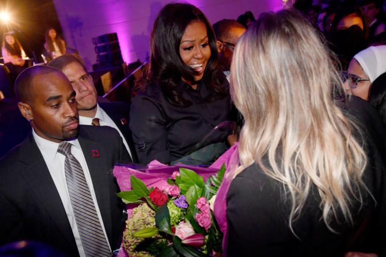 Μαθήτριες αποθέωσαν την Μισέλ Ομπάμα στο Λονδίνο | Newsit.gr