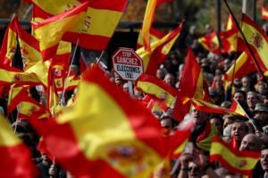 """Ισπανία: Χιλιάδες διαδηλωτές κατά της """"ανεξάρτητης Καταλονίας"""""""