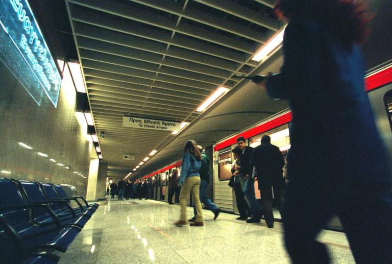 Πτώση άνδρα στις ράγες του Μετρό – Μεταφέρθηκε στο νοσοκομείο | Newsit.gr