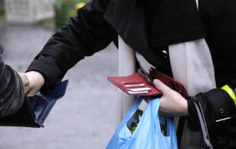 Θεσσαλονίκη: Χειροπέδες σε δύο γυναίκες με… «μακριά» χέρια   Newsit.gr