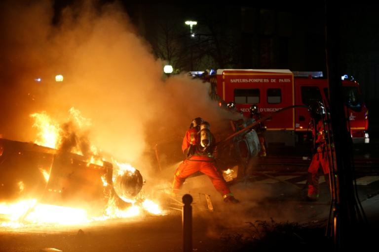 """Φλέγεται το Παρίσι – 95 τραυματίες – Τουλάχιστον 224 συλλήψεις διαδηλωτών με """"Κίτρινα Γιλέκα"""" – Video"""